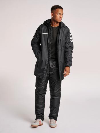 CORE BENCH JACKET, BLACK, model