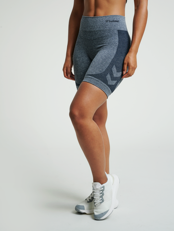 hmlROSA SEAMLESS SHORTS, BLUE NIGHTS MELANGE, model