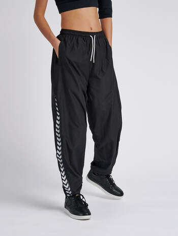 hmlCHRISTAL OVERSIZED PANTS, BLACK, model
