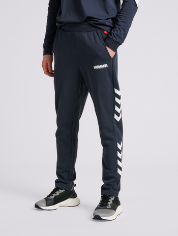hmlLEGACY TAPERED PANTS, BLUE NIGHTS, model