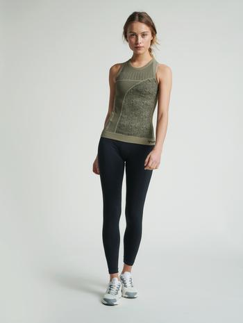 hmlHANA SEAMLESS TOP, VETIVER, model