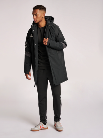 hmlLEAD BENCH JACKET, BLACK, model