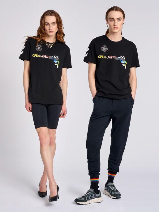 hmlOPENHAGEN T-SHIRT, BLACK/MULTI COLOUR, model