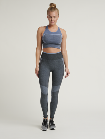 hmlSKY SEAMLESS SPORTS TOP, BLACK/FADED DENIM, model