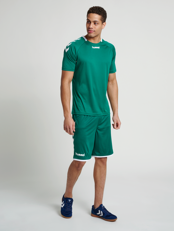 CORE BASKET SHORTS, EVERGREEN, model