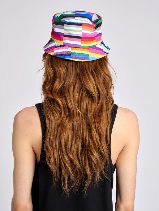 hmlFLAG REVERSIBLE BUCKET HAT, BLACK/MULTI COLOUR, model