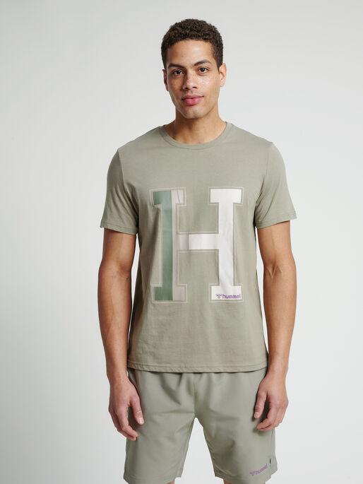 hmlLANEWAY T-SHIRT, VETIVER, model