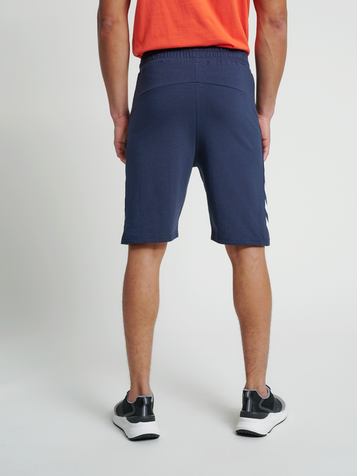 hmlRAY 2.0 SHORTS, BLUE NIGHTS, model