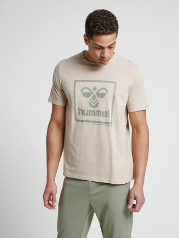 hmlISAM T-SHIRT, HUMUS, model