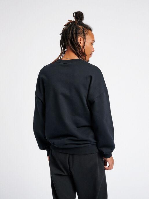hmlURBAN SWEATSHIRT, BLACK, model