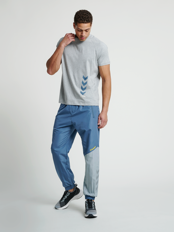 hmlSULLIVAN LOOSE PANTS, CHINA BLUE, model
