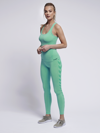 CLASSIC BEE CI SEAMLESS TOP, ICE GREEN MELANGE, model