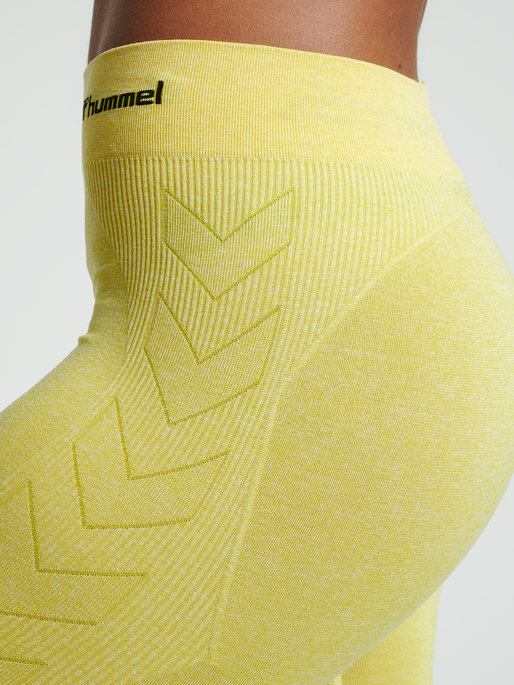 hmlCI SEAMLESS CYCLING SHORTS, CELANDINE MELANGE, model