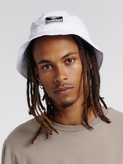hmlVEJR HAT, WHITE, model