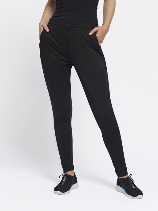 hmlSELBY TAPERED PANTS, BLACK, model