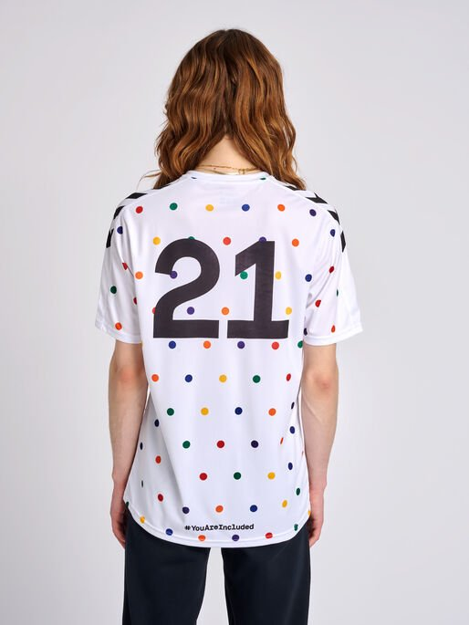 hmlCOLLECTOR T-SHIRT S/S, WHITE, model