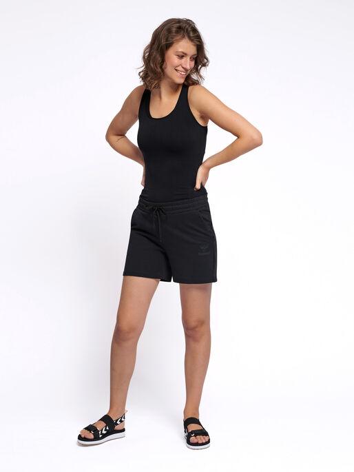hmlNICA SHORTS, BLACK, model