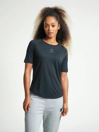 hmlVANJA T-SHIRT S/S, BLACK, model