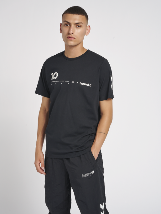 hmlLGC DANI T-SHIRT, BLACK, model
