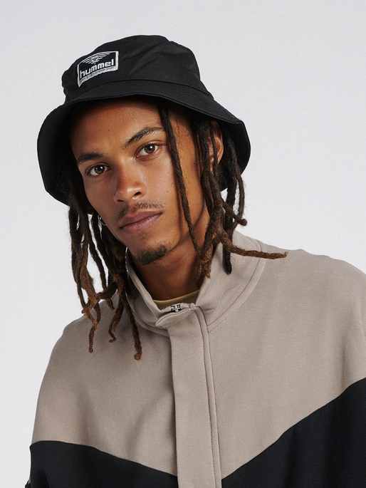 hmlVEJR HAT, BLACK, model