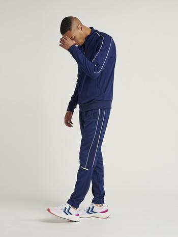 hmlAMOS TAPERED PANTS, MEDIEVAL BLUE, model