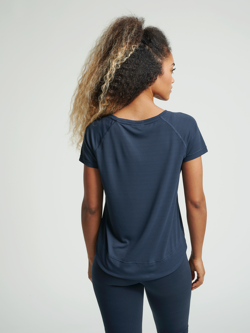 hmlPAMMI LOOSE T-SHIRT, BLUE NIGHTS, model