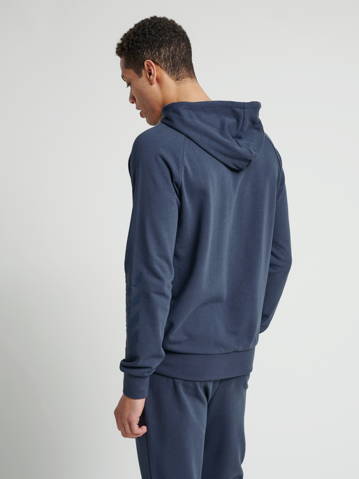 hmlISAM ZIP HOODIE, BLUE NIGHTS, model