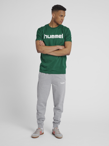 HUMMEL GO COTTON LOGO T-SHIRT S/S, EVERGREEN, model