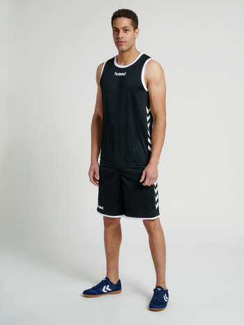 CORE BASKET SHORTS, BLACK, model